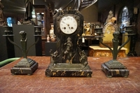 Clock set in bronze and marble, France around 1900