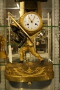 Directoire style Porte faix clock in gilded bronze, France around 1800