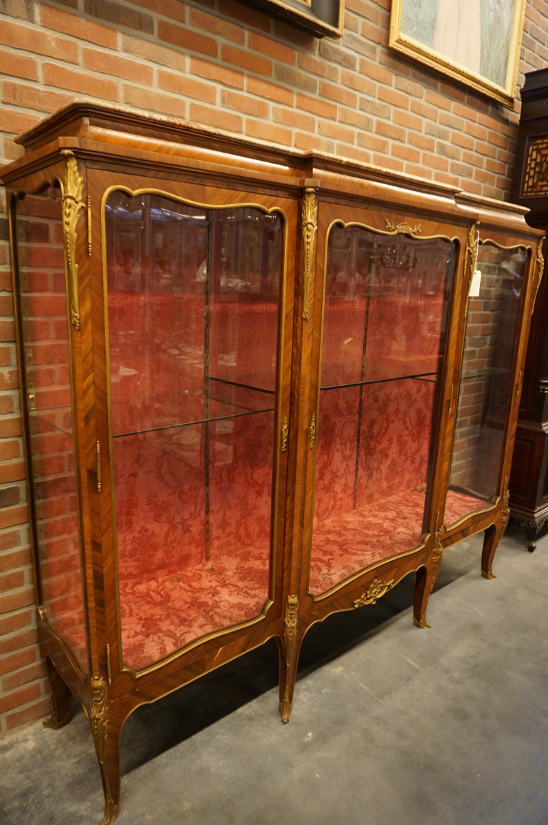 Louis XV Vitrine - 02 Vitrines & bookcases - 01 Furniture - Strydhagen